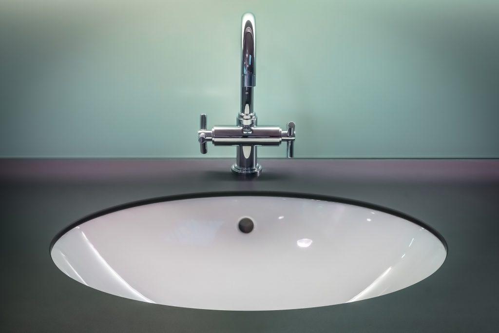 bathroom-1851566_1920