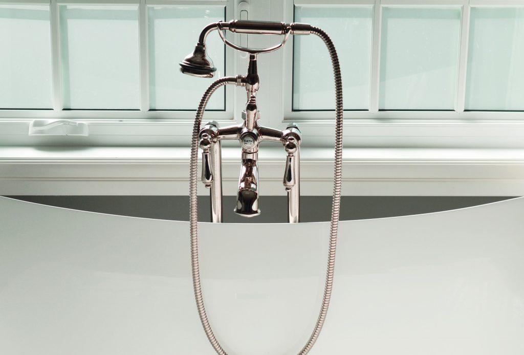 bathtub-2174699_1920